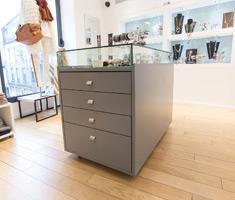Création D'un Présentoir à Bijoux Pour Un Magasin à Nantes
