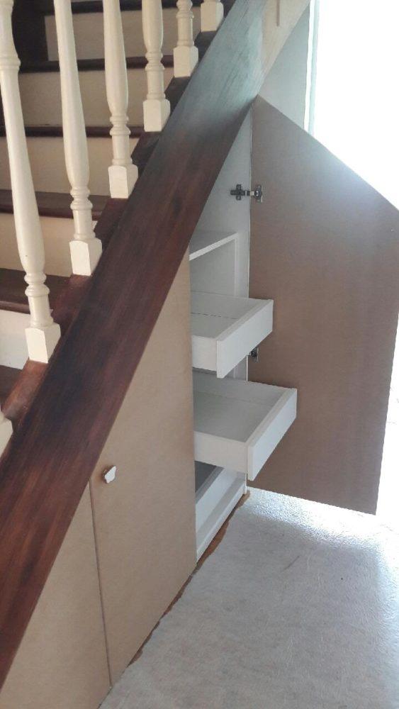 Agencement Sous-escalier Portes En Médium Brut